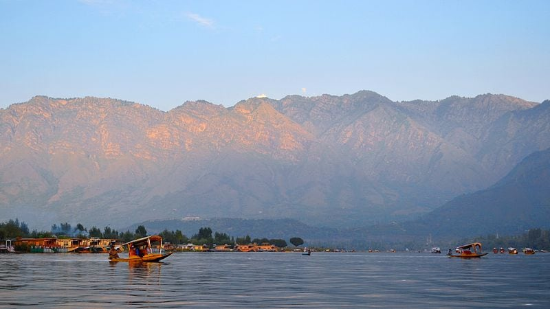 dal_lake_kashmir_where_naipaul_spent_5_months
